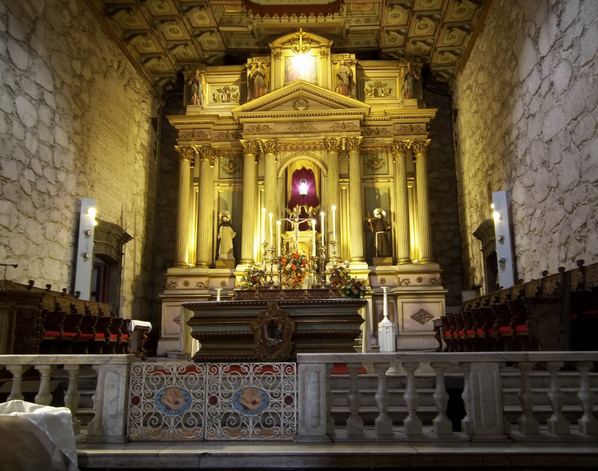 Santiago de Chile Altar mayor de la Iglesia de San Francisco