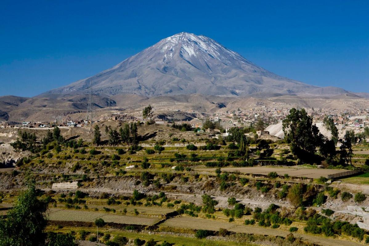 Volcán Misti y campiña de Arequipa.