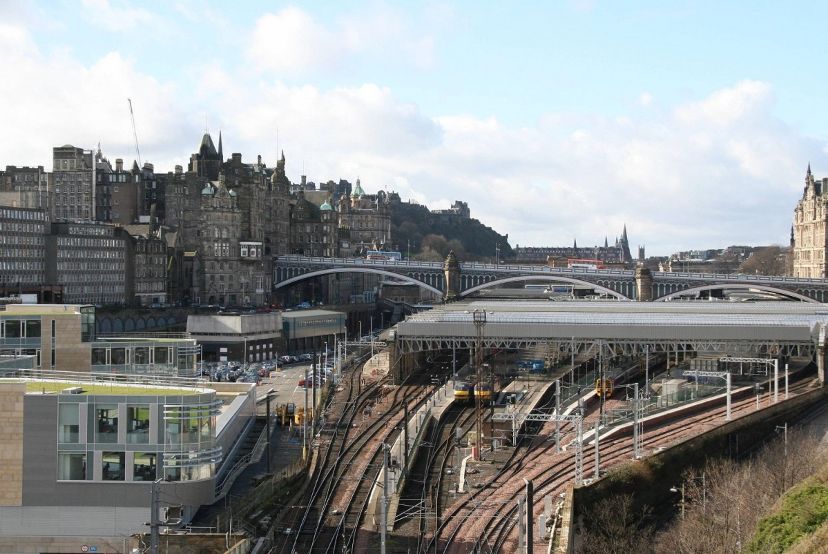 Edinburgh Waverley Station 1550 (2)
