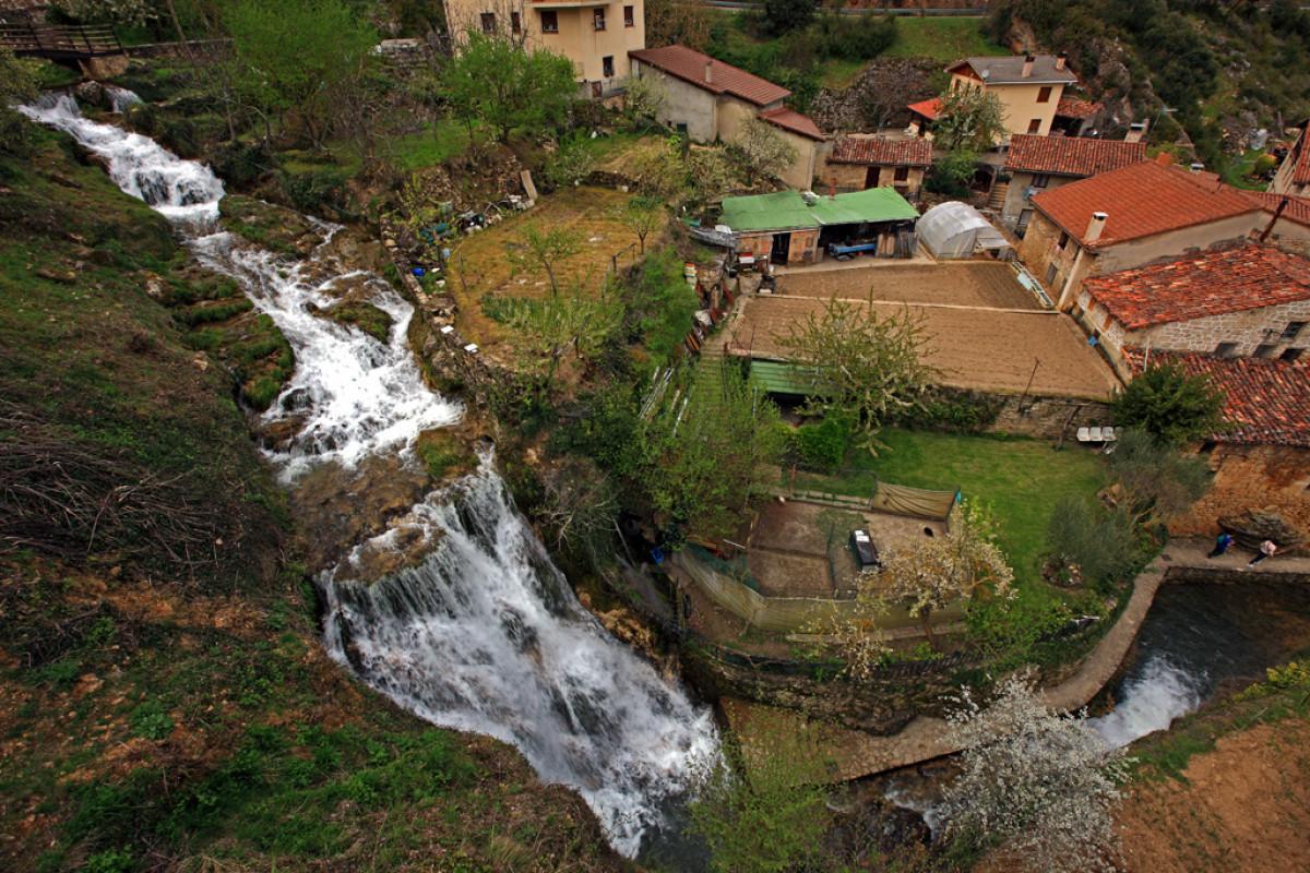 Frias27. Cascadas del Rio Molinar. Tobera