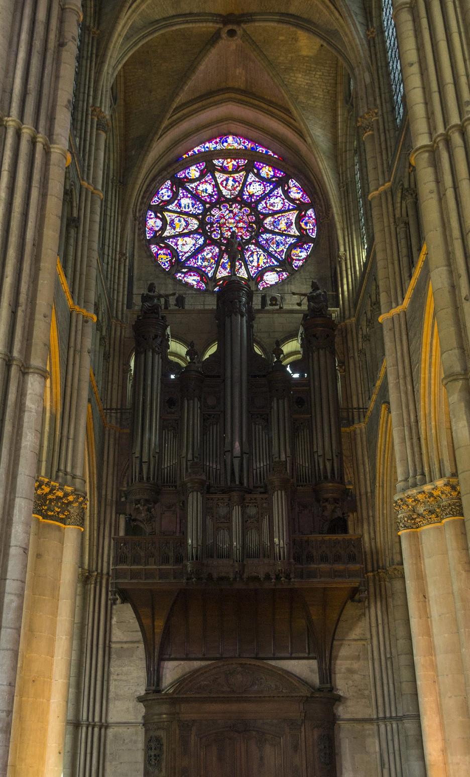 Reims interio catedral organo