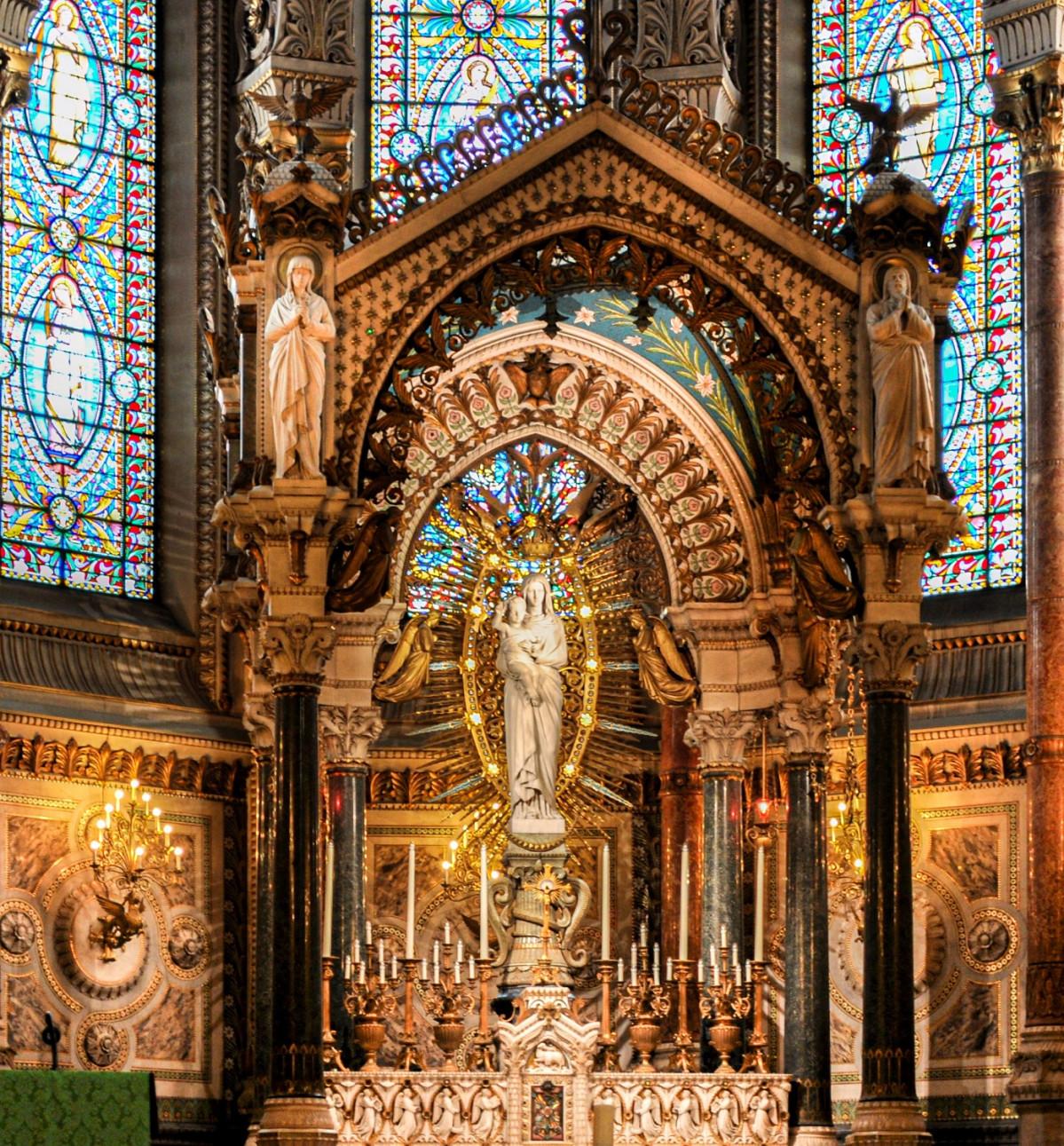Lyon altar de la virgen Basilique Notre Dame de Fourviu00e8re recortada vertical 1500