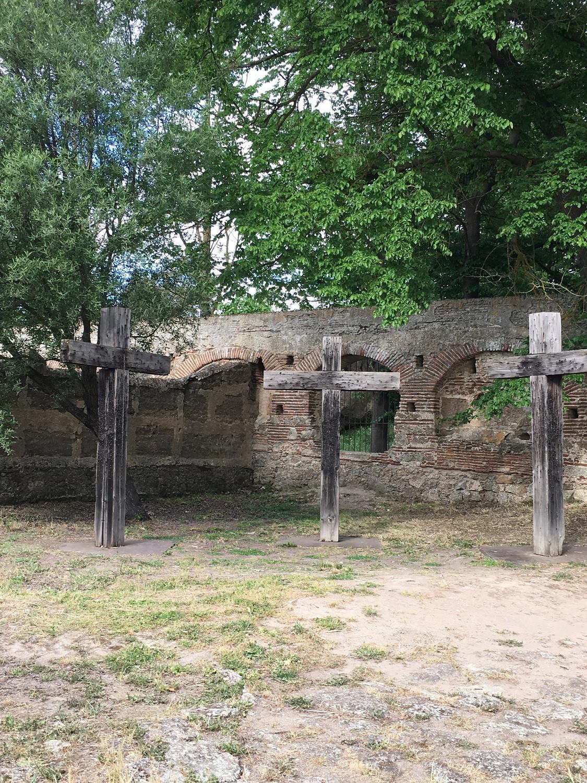 Museo Vostell en Malpartida de Cu00e1ceres, Cementerio Yoko